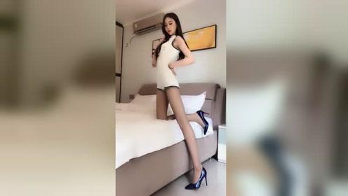 长腿美女气质优雅穿搭有范真时尚