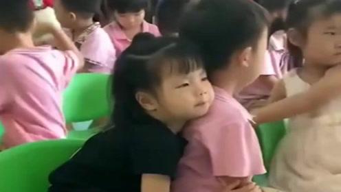 萌娃第一天上幼儿园,老师就发来一段视频,真是太搞笑了