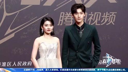 2020星光大赏红毯:《双世宠妃》男女主邢昭林梁洁合体亮相了