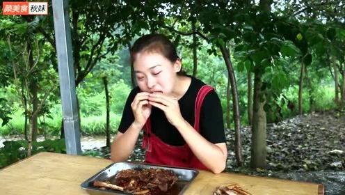 """秋妹209买4斤驴排,做一锅""""五香驴排""""用手抱着啃,一次吃个痛快"""