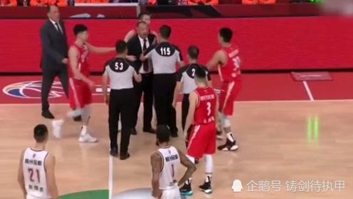 青岛主帅吴庆龙怒骂裁判,CBA大姚祭出重罚,我们的篮球怎么了