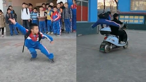 帅炸!小学生下课打拳空翻动作行云流水,翻跳上电瓶车引同学惊呼
