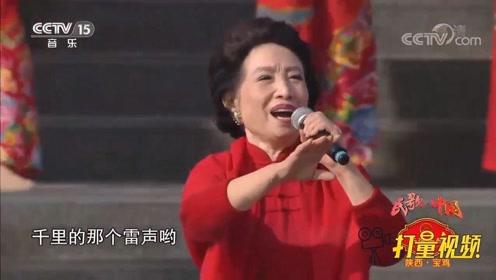 重温经典!贠恩凤演唱《山丹丹开花红艳艳》,