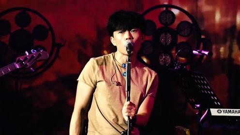 赵雷现场演绎民谣金曲《阿刁》娓娓道来听了却想流泪