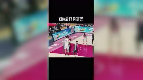 CBA最萌身高差!徐杰和2米23的朱传宇一起抢篮板