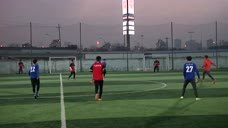 流浪者参加九人制足球比赛