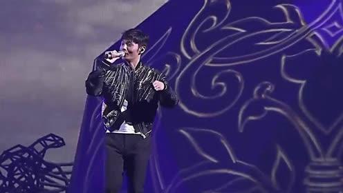 李荣浩《自拍》一个声音很有磁性的大男孩