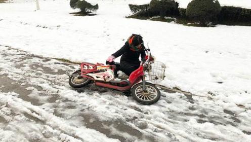雪天路滑,骑电瓶车容易滑倒,修车师傅教我这样做,再也不摔跤