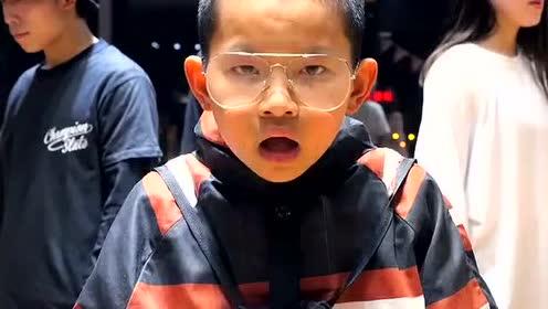 搞怪爆笑视频:中间小弟弟就是帅!实力圈粉!