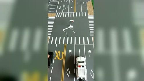 十字路口这样掉头不会被处罚,记住这几点,车友再也不怕被扣分了