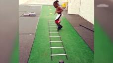 运动能力超强的孩子:这么难的动作,你做的来
