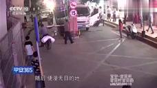 疯狂货车连续肇事不计后果,司机拼命逃窜为了什么
