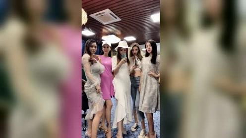 广州闺蜜团小姐姐们穿起旗袍的样子,举止投足