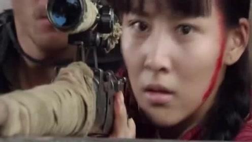 鬼子拿美女当挡箭牌,不料狙击手一枪穿两个,还有这操作?