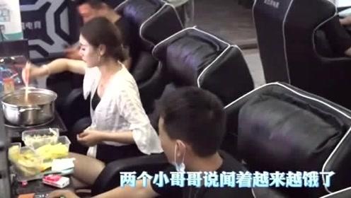 """美女在网吧吃""""火锅"""",这可把旁边小哥哥馋坏了,这姑娘太皮了!"""