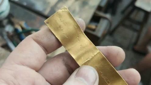 顾客拿来这样的黄金首饰,要老板帮忙改成项链,但看到成品后只能说可惜了!