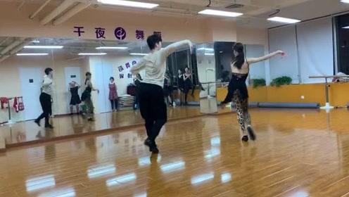 【千夜舞蹈】山山圆圆老师桑巴视频#戏精上身的我# #阿花的追星故事# #生活窍门#