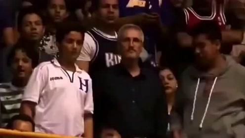 如果以后有人问你为什么不扣篮,可以放这段视频给他看
