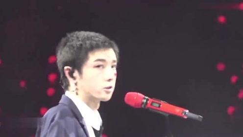华晨宇唱到哽咽的一首歌,听到一半彻底泪奔了!