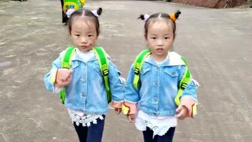 双胞胎小姐妹一起尬舞,舞姿优美动作十分活泼,关键配合简直是太默契了!