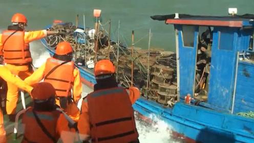 台当局又以越界为由扣押大陆渔船 强行登船拘4人 现场视频来了