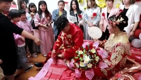 湖南一20岁老师,因为长得漂亮,嫁给学校校长,真是门当户对