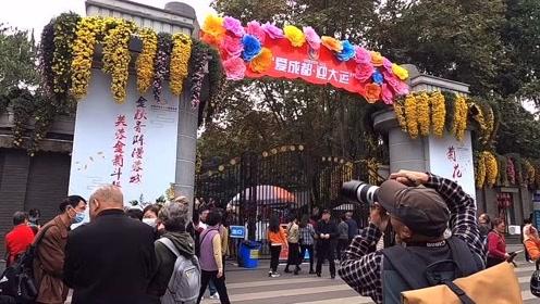 成都周边游公交出游4元钱,看人民公园2020菊花展与游客划船赏景