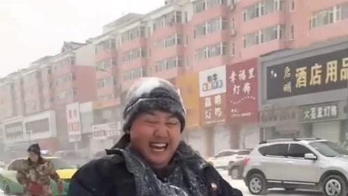 下班二婚老公来接我,下着大暴雪还顶着雪给我送暖,我的眼睛湿润了!