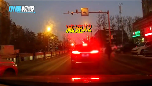 长春一司机一个路口3次减速,急坏后车司机,是太谨慎还是迷了路?