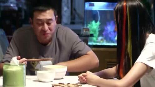 影视:张嘉译吃面条真香!碗里还有一只荷包蛋,看的我馋坏了
