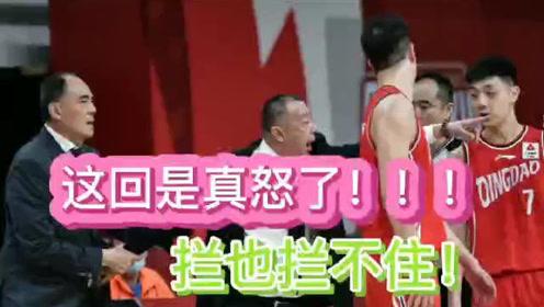 这回可是真怒了!吴庆龙罕见暴砸技术台!CBA裁判患上双T综合症!