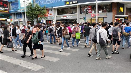 实拍广州的北京路步行街,人山人海像下饺子一样,太热闹了
