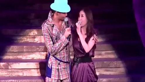 张智霖和许秋怡再唱经典,现场一首《现代爱情故事》好听至极