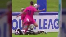 复刻奥斯卡爆头神技?皇马U19球员球踢对手头部染红图标