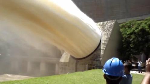 為什么三峽大壩的水,要朝著天空排放?看完恍然大悟!