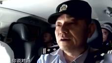 巡逻现场实录:民警询问双方打架发生的原因!