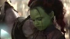 灭霸第一次见到卡魔拉,直接就认定她,送了这么个宝物