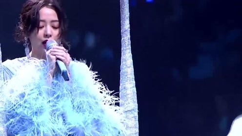 贵州美女翻唱《天下无双》,即使原唱就在现场
