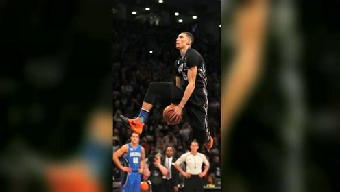 篮球精彩一瞬:新生代扣篮王 拉文罚球线胯下扣篮技惊四座