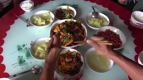 农村四哥家今天吃豆腐,王四爸爸这样做好吃又下饭