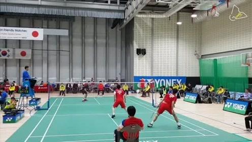 羽毛球双防的精彩攻防战