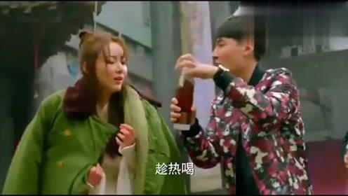 中国式关系:瑶瑶大冷天当群演,却被剧组的人欺负,生活太难!
