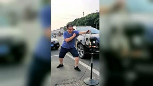 在停车位上拍视频,我的车停哪,淑女形象我也不顾了!