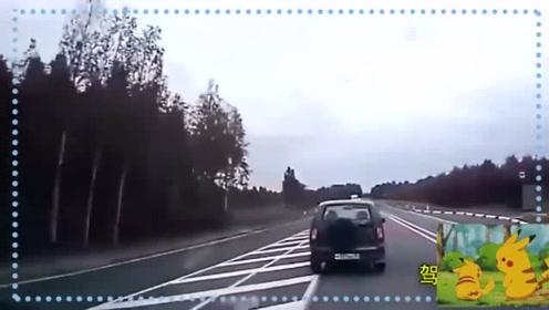 监控:视频车已尽力提醒,无奈前车司机睡的太死