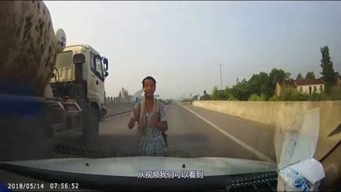 见过这么嚣张的路霸,视频车的做法让人不可思议,监控拍下全过程