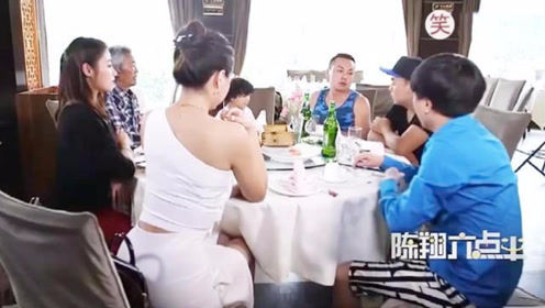 陈翔六点半;朋友聚会,男人老是掉筷子,这饭还能不能好好吃了?