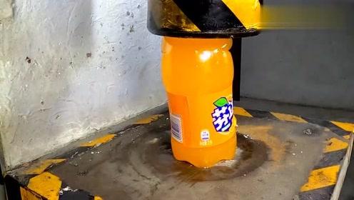 暴力实验!液压机vs可乐,雪碧,芬达