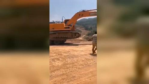 挖掘机最新视频,你喜欢这样的挖掘机吗?挖掘机100