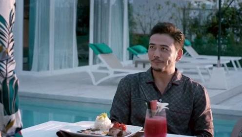 小伙带美女玩转泰国,美食沙滩可太棒了,真会玩!