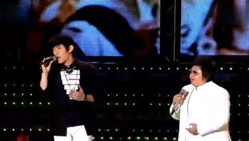 还让不让韩国人唱了?明明是中韩友好歌会,韩红上台开口就碾压